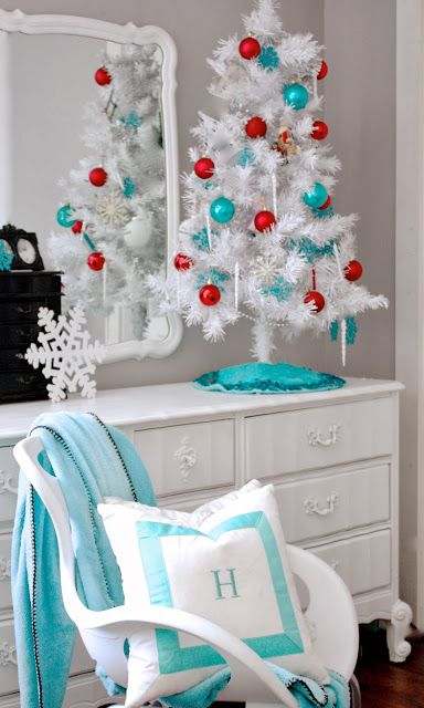 tips to decorate your bedroom from the yellow cap cod - How To Decorate Your Bedroom For Christmas