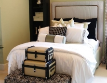 plain-headboard-with-border-and-contrast-piping